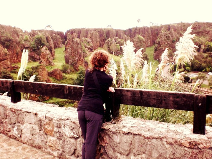 maria-mirando-a-los-tigres