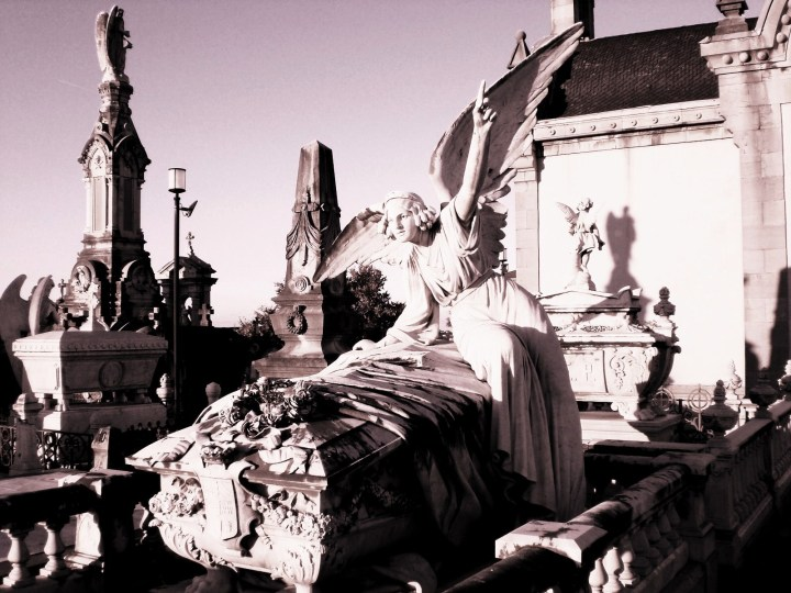 angel-despojado-de-ojos-en-el-cementerio-de-la-carriona-de-aviles